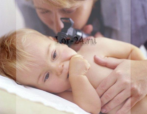 Осмотр ребёнка отоларингологом