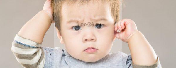 Зуд в ухе беспокоит малыша