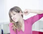 Зудит в ушах, чешутся уши, внутри и снаружи, что делать, как и чем лечить?